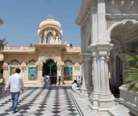 Entry courtyard to the temple