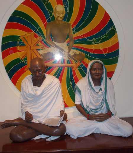 Lifesize sculpture of Gandhi and his wife